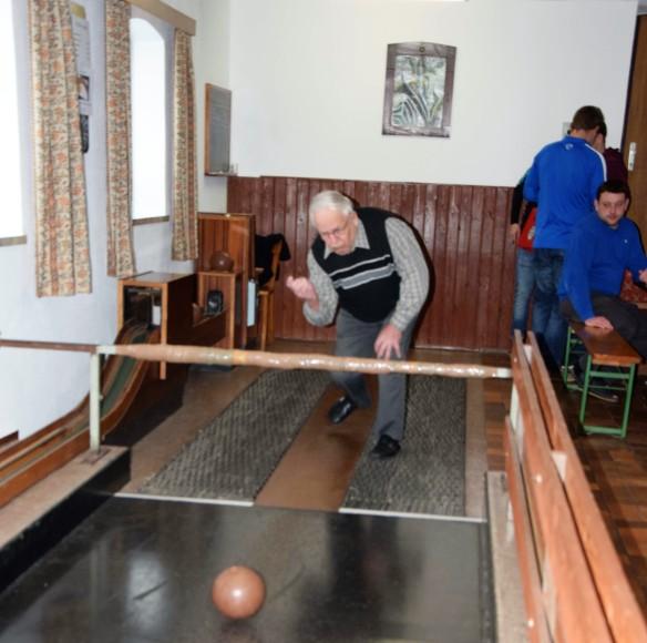 Ältester Teilnehmer, Josef Lauß (im Bild) stellte mit 85 Jahren seine Fitness und sein Können unter Beweis.